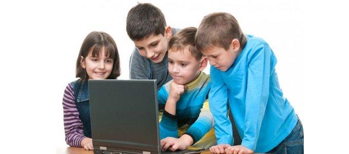 Niños e internet- Uniformes Uniformas